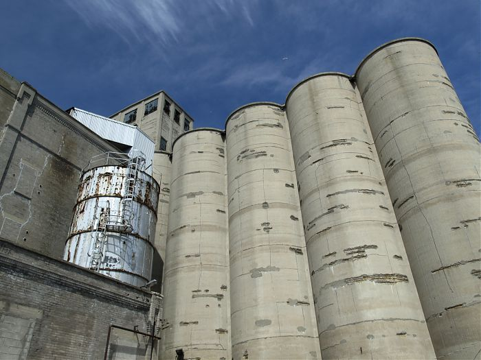photoblog image Silos at the Malting Co.