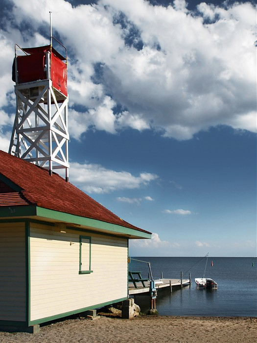 photoblog image Kew Beach Lifeguard Hut